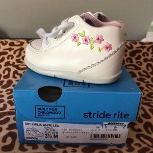 Stride Rite Walking Shoes Size 3.5